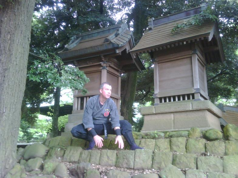 Shihan Hodson training outdoors in Japan
